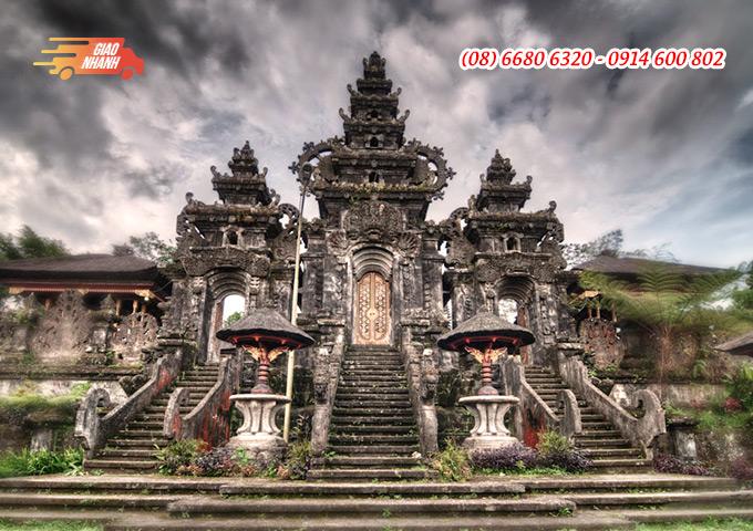 Vé máy bay đi Indonesia khám phá đền Besakih, đảo Bali.