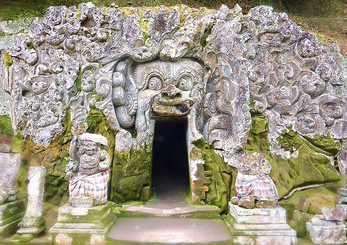 Vé máy bay đi Indonesia khám phá đền Goa Gajah, đảo Bali