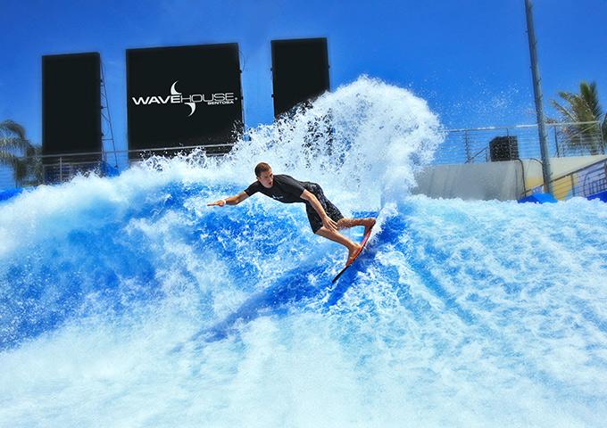 Vé máy bay đi Singapore khám phá nhà sóng Sentosa Wave House, Sentosa