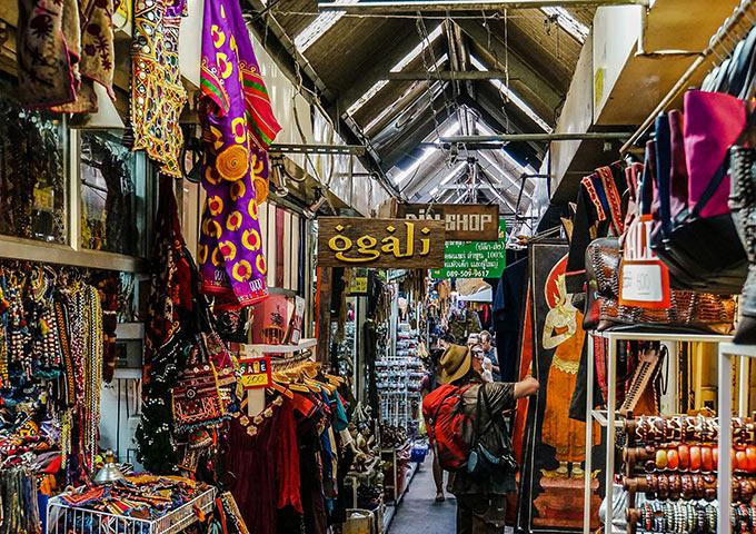 Vé máy bay đi Thái Lan mua sắm ở chợ Chatuchak, Bangkok